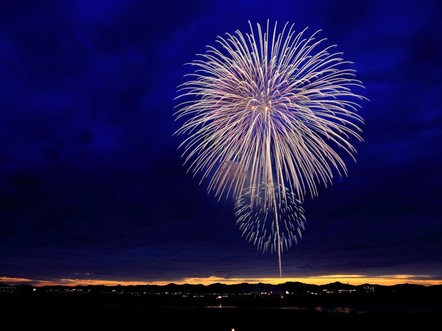 Fire works photo-1436891678271-9c672565d8f6