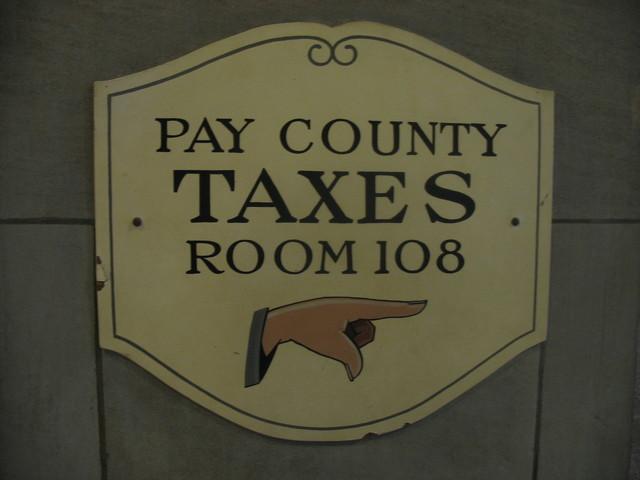pay-taxes-1445374-640x480.jpg